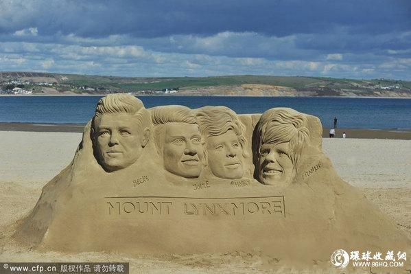 """山寨版""""美国总统雕像山""""现身英国海滩(图)"""