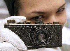 莱卡古董相机拍出1700万人民币