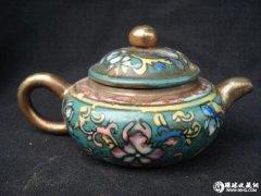 雍容华贵珐琅彩紫砂壶(图)