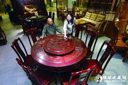 市民挑选红木家具
