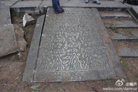 十三陵献陵的云纹丹陛石周边台阶遭破坏