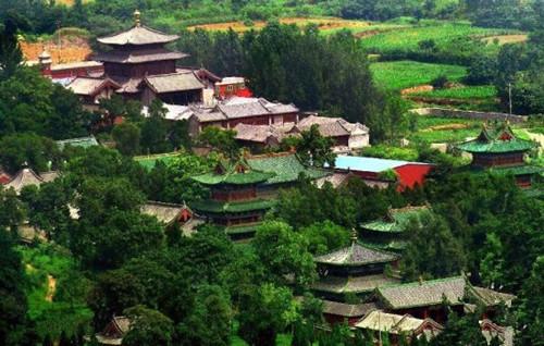 河南省登封市嵩山脚下的少林寺
